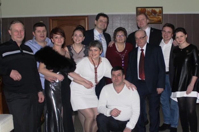 Валерий Спиридонов в центре в красном галстуке, а Алексей Сухераев - прямо над ним