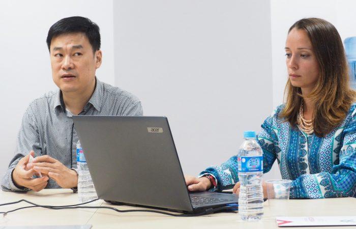 Профессор университета Цинхуа Дун Гэ и Анна Горбатова